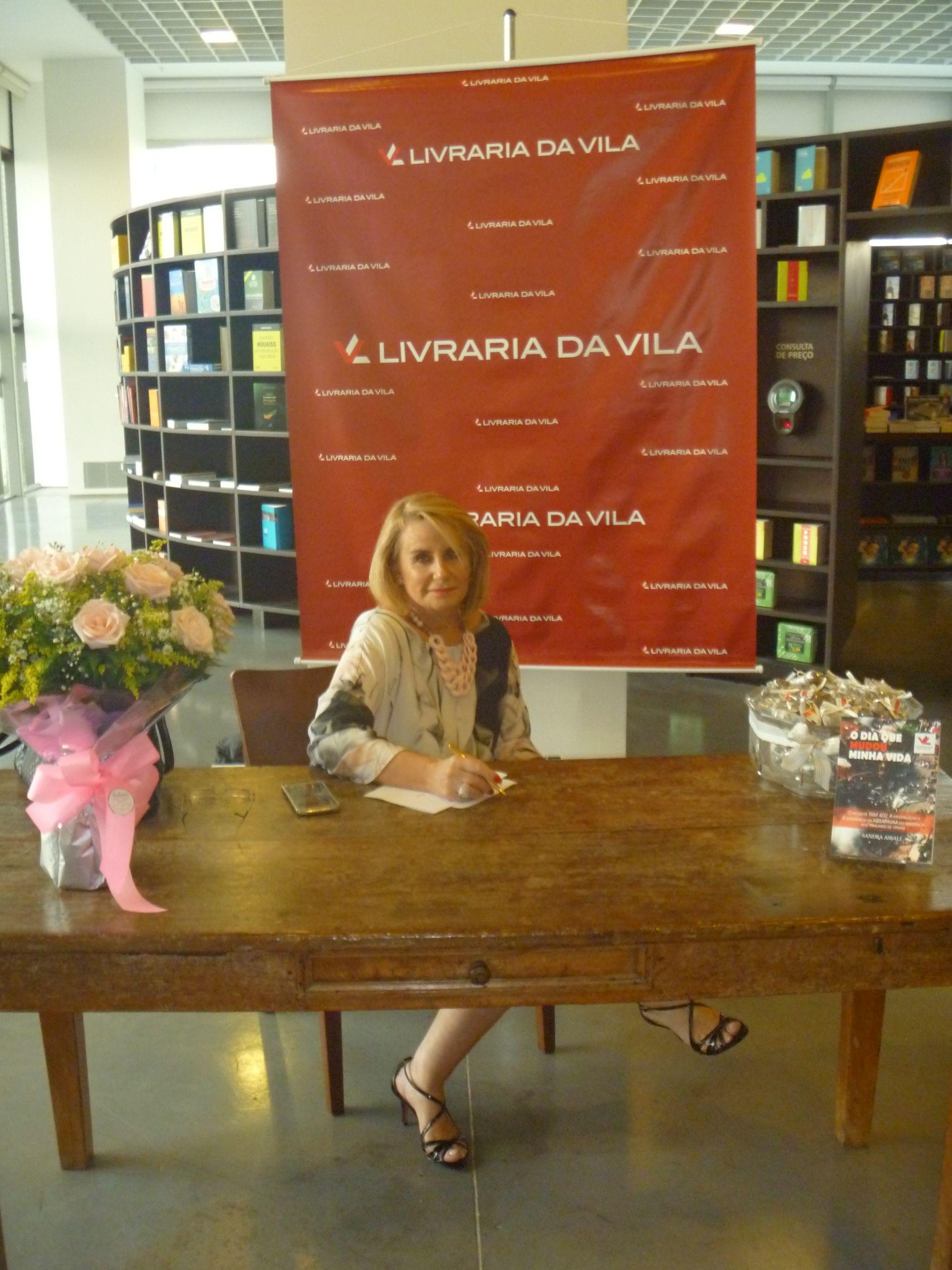 """Livro """"O Dia que mudou minha vida"""" é lançado por Sandra Assali"""